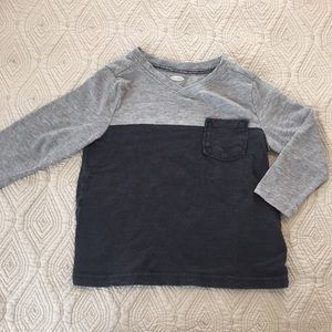 Other - Colorblock vneck long sleeve tee